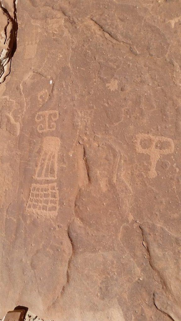 mansard petroglyps