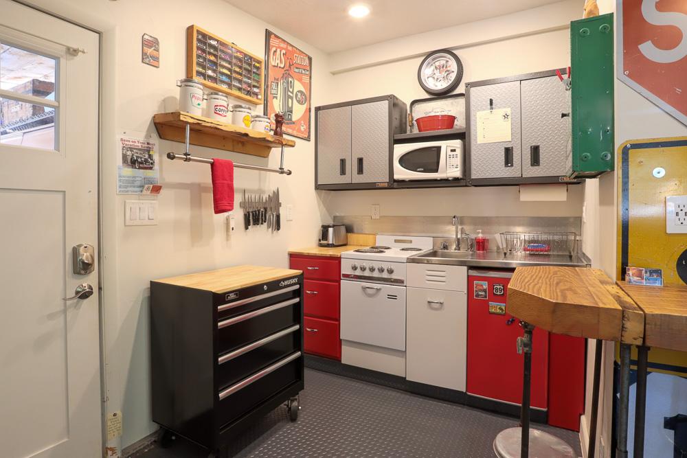 Vacation rental garage themed kitchen in Kanab Utah